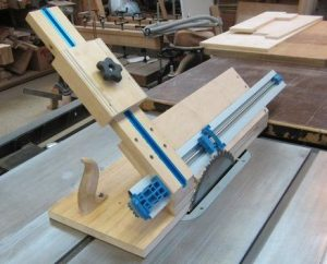 How To Cut A 45 Degree Angle With A Table Saw